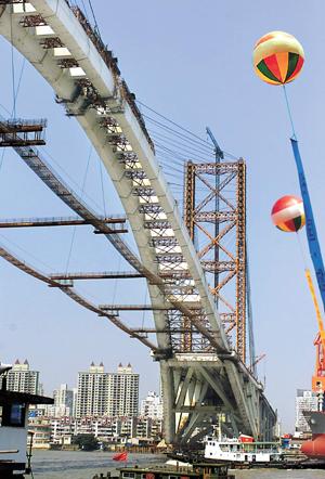 shanghai-lupu-aug.2002.jpg