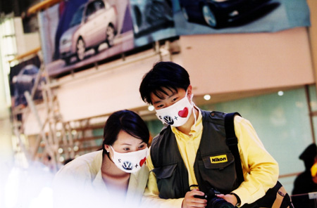 shanghai-two.lovely.masks-sars.jpg