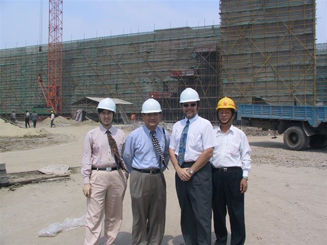 shanghai-glenwood-with.construction.workers.jpg.JPG