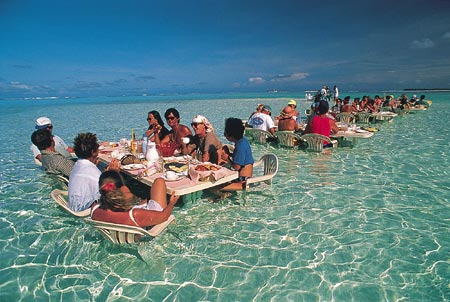 tahiti-dinner-in.water.jpg