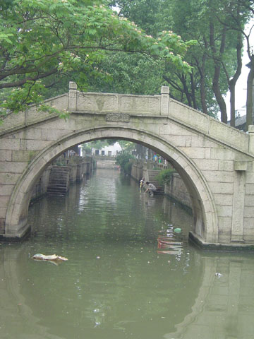 tongli-river.in.bridge.jpg