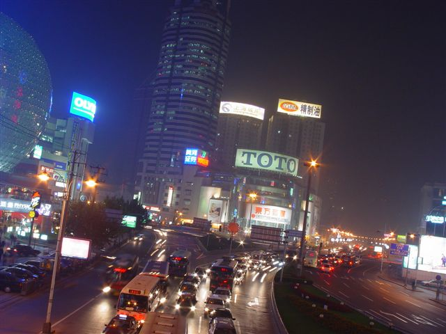 shanghai.xujiahui-night.square-cars.jpg