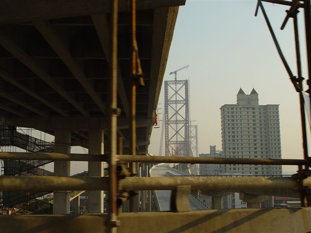 shanghai-lupu.bridge-under.construction.jpg