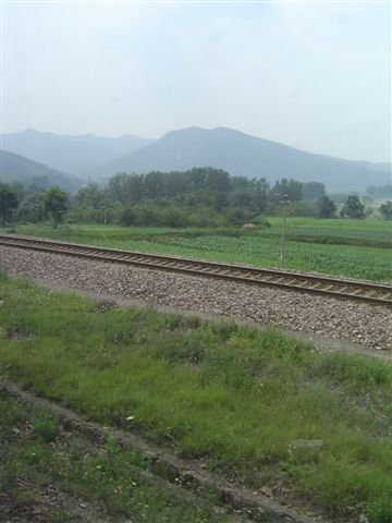 nanyang-rail.before.mountains.jpg