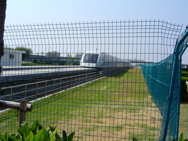 shanghai-maglev-left.station.far.away.jpg