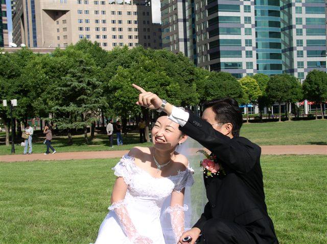 wedding.grass-wenfeng.jianshuo-pointing.JPG