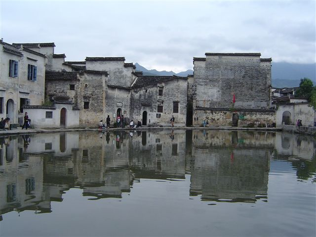 huizhou.hongcun-moon.pool-stamp.building.jpg