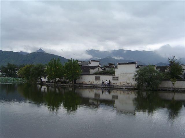 huizhou.hongcun-village-before.nanhu.jpg