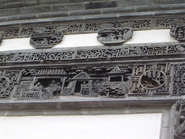 huizhou.yixian-carved.bricks-on.door.jpg