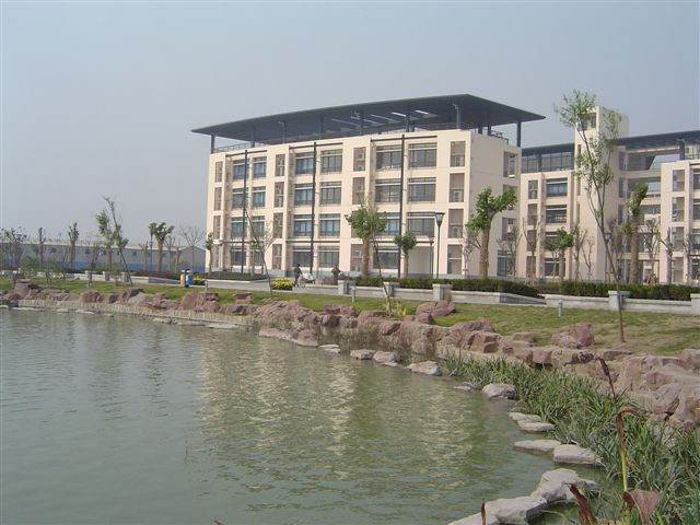 shanghai.songjiang-exp.building-before.lake.jpg