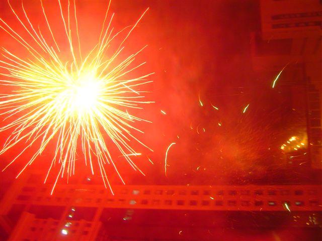 shanghai-fireworks.red.explosion-2004.eve.jpg