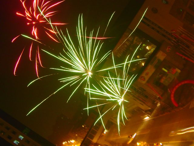 shanghai-fireworks.three-2004.eve.jpg