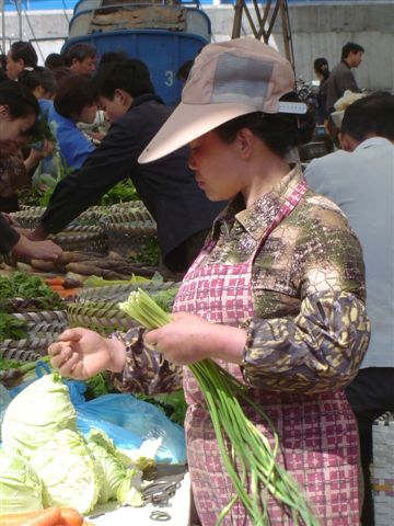 shanghai.beicai-woman-selling.jpg