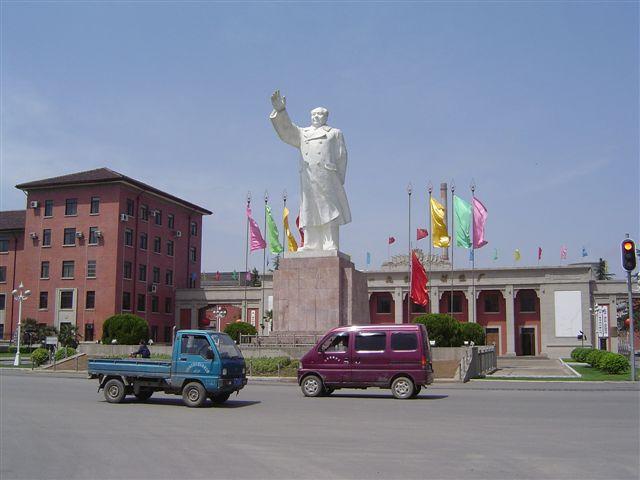 luoyang-chairman.mao-factory.jpg