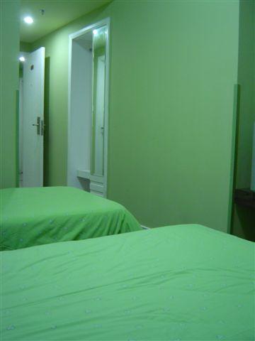 shanghai.motel-room-entrance.jpg