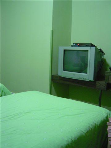 shanghai.motel-tv.jpg