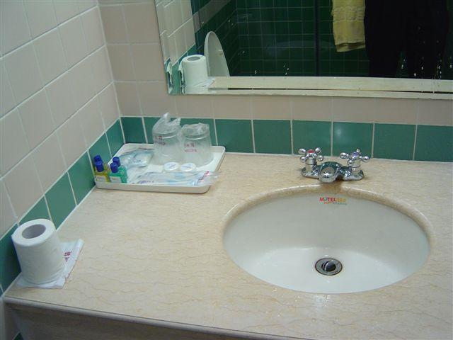 shanghai.motel-wc.jpg