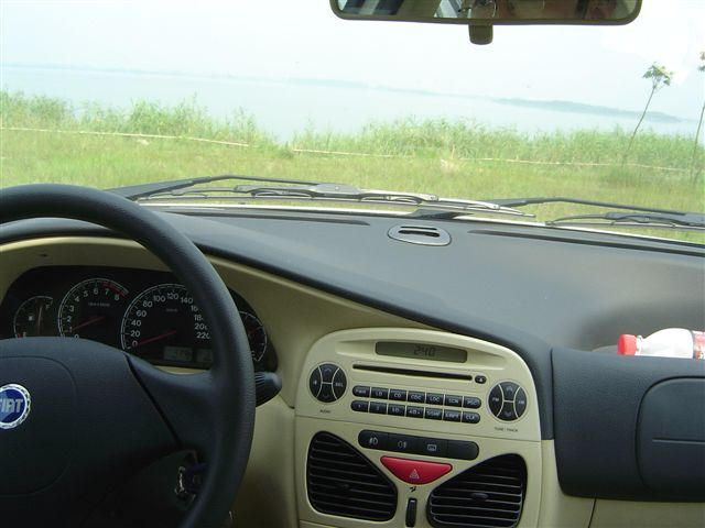kunshan-yangcheng.lake-from.car.jpg