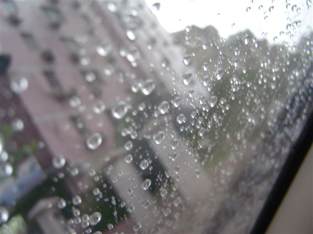 shanghai-storm-water.on.windscreen.jpg