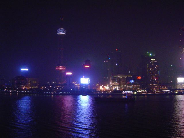 shanghai-pudong-river.side.jpg