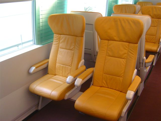 shanghai.maglev-first.class.seat-yellow.jpg