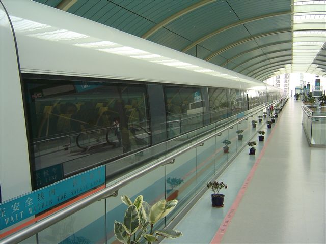 shanghai.maglev-train-from.front.jpg