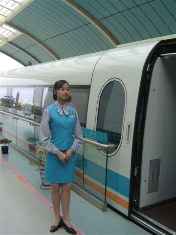 shanghai.maglev-train.attendant.jpg