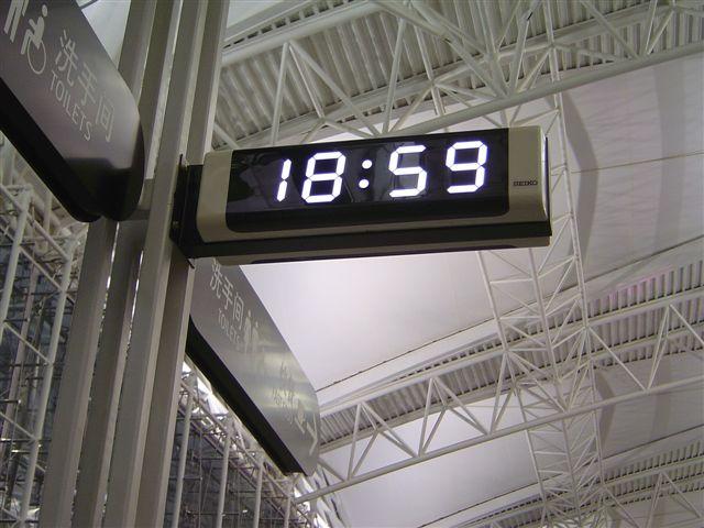 guangzhou-clock-airport.jpg