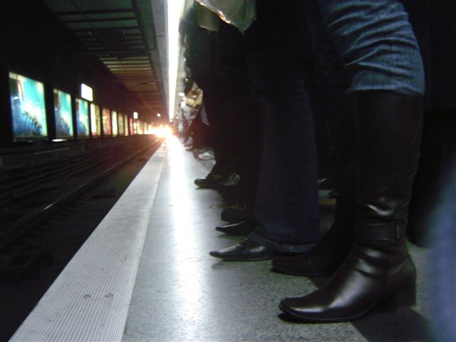 shanghai-train.foot-light.jpg