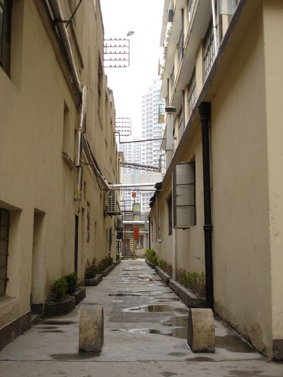 shanghai-hallway-to.exhibition.jpg