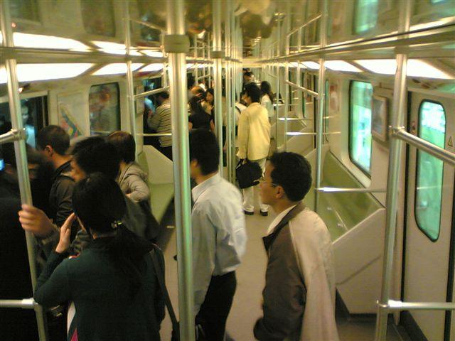 shanghai-metro-cart.inside.jpg