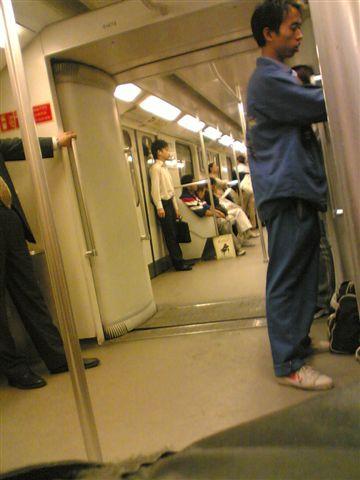 shanghai-metro-cart.jpg