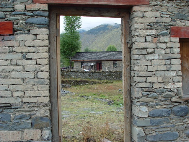 daocheng.xinduqiao-house.trhough.door